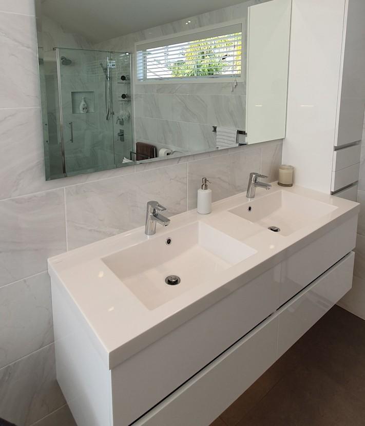 batroom vanity unit
